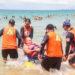 Equipe de agentes da Defesa Civil e voluntários participam do projeto Praia Para Todos, na praia dos Cavaleiros. Macaé/RJ. Data:  02/02/2020. Foto: Guga Malheiros/Defesa Civil/Prefeitura de Macaé