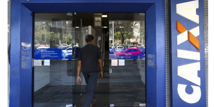 Caixa Econômica Federal inicia hoje (13) a liberação do saque de até R$ 500 em contas do Fundo de Garantia do Tempo de Serviço (FGTS).